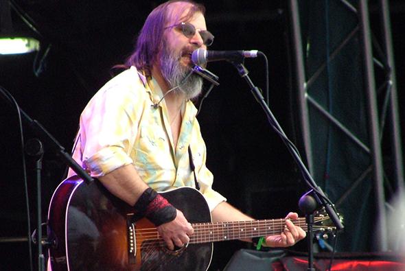 Steve Earle in 2007 (Wikipedia)