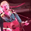 Glen Hansard performing with Marketa Irglova in 2010
