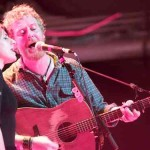Glen Hansard performing with Marketa Irglova in 2010